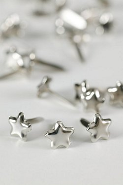 SMALL SILVER STAR STUDS